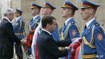 Russlands Präsident Dmitri Medwedew und Serbiens Präsident Boris Tadic in Belgrad (AP)