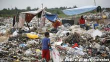Müllsammler in Malaysia Plastikmüll