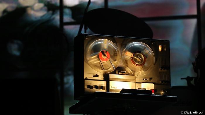 Revolution No.9 ist eine Toncollage auf dem Weißen Album. Diese wird beim LiveGig mit einem Tonbandgerät wiedergegeben, im Hintergrund läuft eine passende Videoinstallation