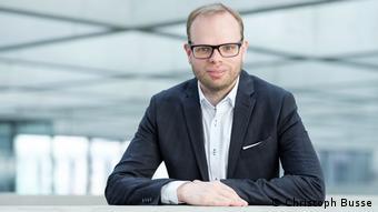 El diputado socialdemócrata Helge Lindh encuentra particularmente amarga la comparación con la era nazi.