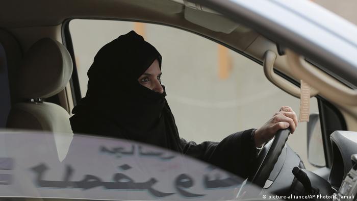 Жените вече имат право да шофират