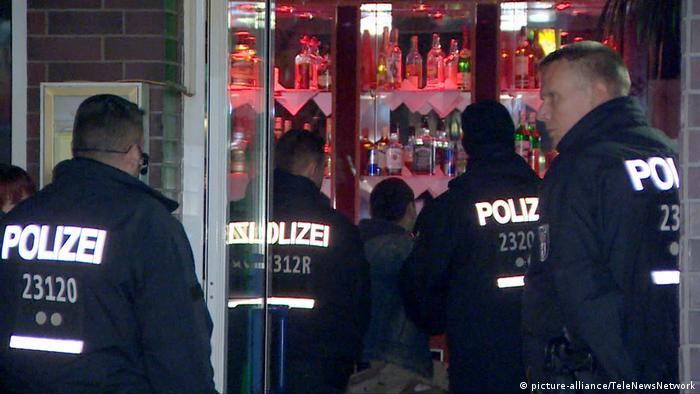 Police raid a bar in Neukölln
