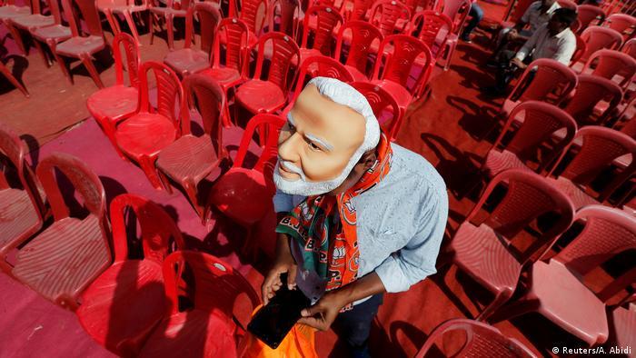 BdTD Bild des Tages Deutsch Indien Modi-Maske