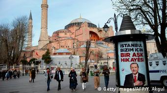 Η Αγία Σοφία θα μπορούσε να λειτουργεί ως τέμενος, εκκλησία και μουσείο