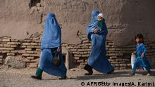 Afghanistan Daily Life Frauen (AFP/Getty Images/A. Karimi)
