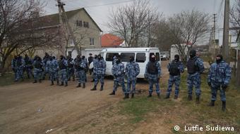 Обыск у крымских татар под Симферополем