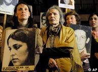 Familiares de víctimas de la dictadura también manifestaron su punto de vista.