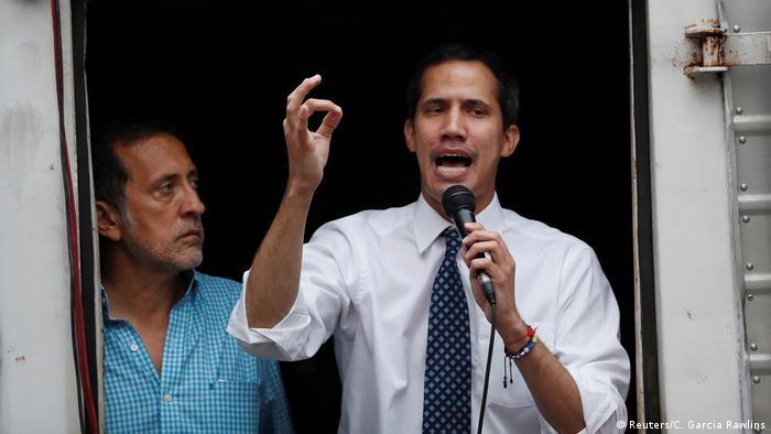 Venezuela, Caracas: Oppositionsführer Juan Guaido besucht ein Treffen mit Anhängern