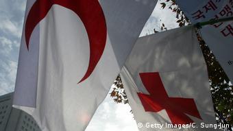 Флаги Международного движения Красного Креста и Красного Полумесяца