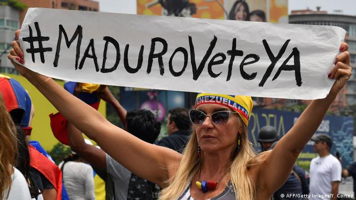 Protest gegen Präsident Maduro in Caracas (AFP/Getty Images/Y. Cortez)
