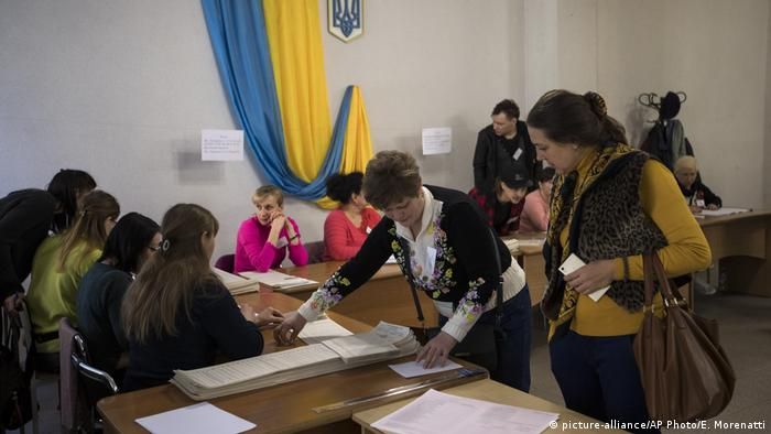 Polling station in Ukraine (picture-alliance/AP Photo/E. Morenatti)