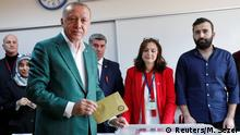 Turkish President Tayyip Erdogan casts his ballot at a polling station during the municipal elections in Istanbul, Turkey, March 31, 2019. REUTERS/Murad Sezer