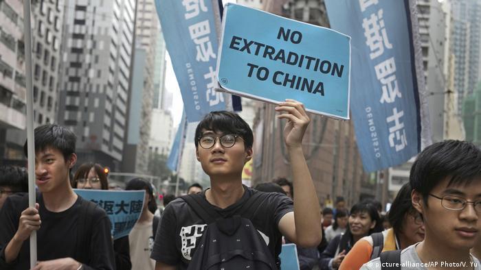 Hong Kong | Proteste gegen neue Gesetze (picture-alliance/AP Photo/V. Yu)
