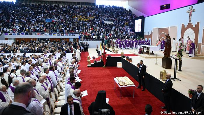 Marokko Papstbesuch | Messe in Sportzentrum Prince Moulay Abdellah in Rabat (Getty Images/AFP/A. Pizzoli)