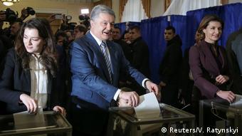Ukraine Präsidentschaftswahl 2019 | Stimmabgabe Petro Poroschenko, Präsident (Reuters/V. Ratynskyi)