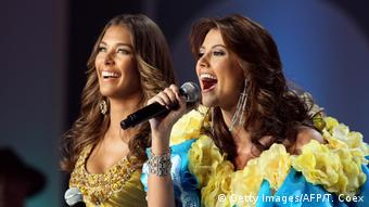 Dayana Mendoza und Stefania Fernandez sammeln Spenden