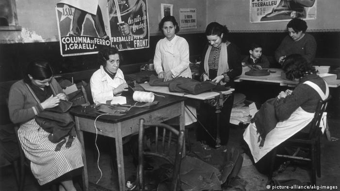 Frauen im Spanischen Bürgerkrieg (picture-alliance/akg-images)