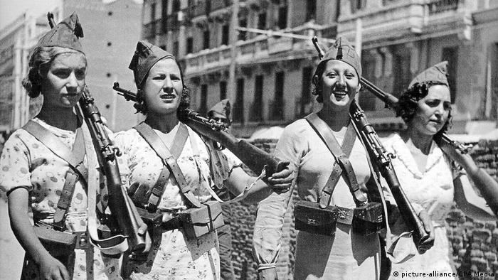 Mujeres en la Guerra Civil Española (picture-alliance/CPA Media)