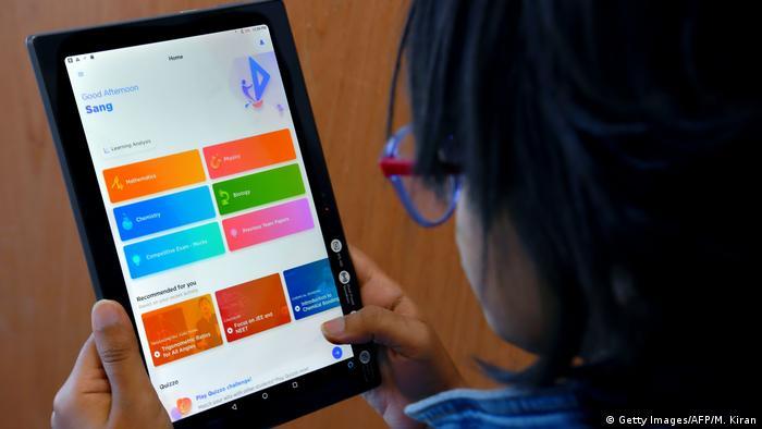 Indien Moderne Bildungstechnologie (Getty Images/AFP/M. Kiran)