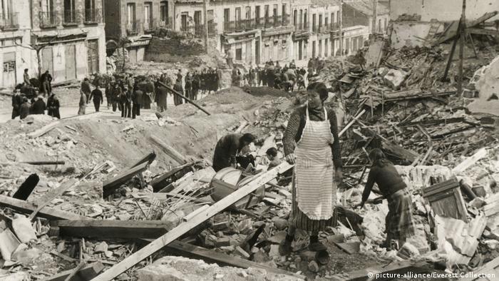 Spanischer Bürgerkrieg | Franquisten eroberten die belagerte Stadt von Madrid (picture-alliance/Everett Collection)