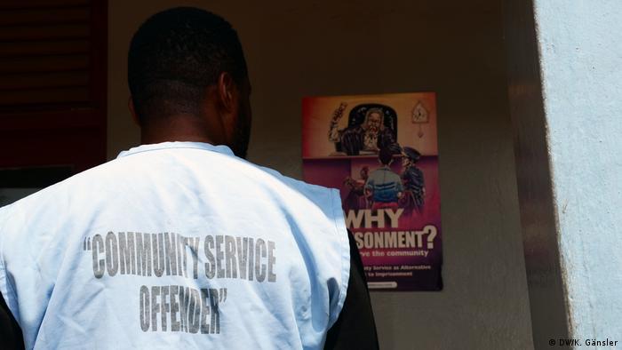 Nigeria Sozialstunden statt Gefängnis (DW/K. Gänsler)