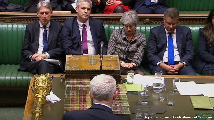Großbritannien London Jeremy Corbyn spricht vor Theresa May im Unterhaus