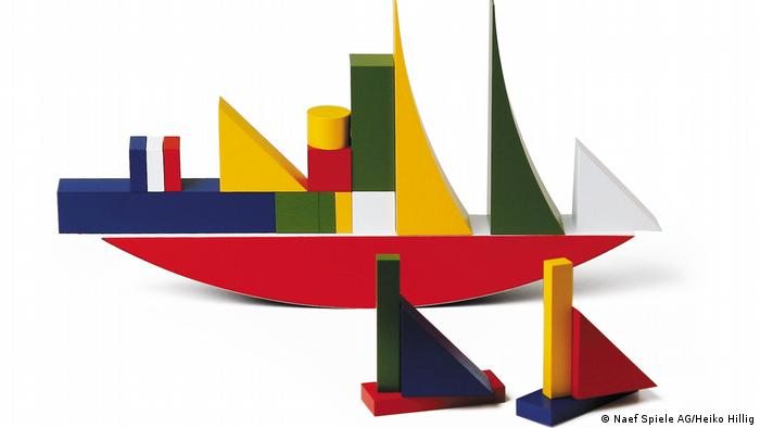 building blocks put together to look like ships (Naef Spiele AG/Heiko Hillig)