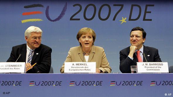 Frank-Walter Steinmeier, Angela Merkel and Jose Manuel Barroso at a press conference in Brussels in 2007