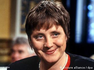 در آغاز دهه ۱۹۹۰ مرکل وزیر زنان و جوانان بود