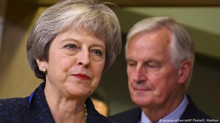 Theresa May, Michel Barnier (picture-alliance/AP Photo/O. Matthys)