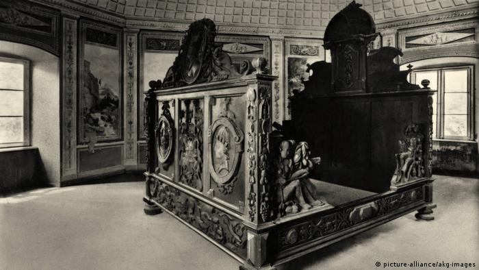 Трехспальная кровать, якобы принадлежавшая графу фон Глейхену, из замка в Бад-Пирмонте