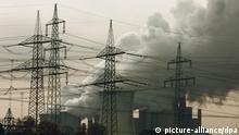 Braunkohlenkraftwerk von RWE , Braunkohlekraftwerk, Neurath in NRW, CO2-Ausstoss