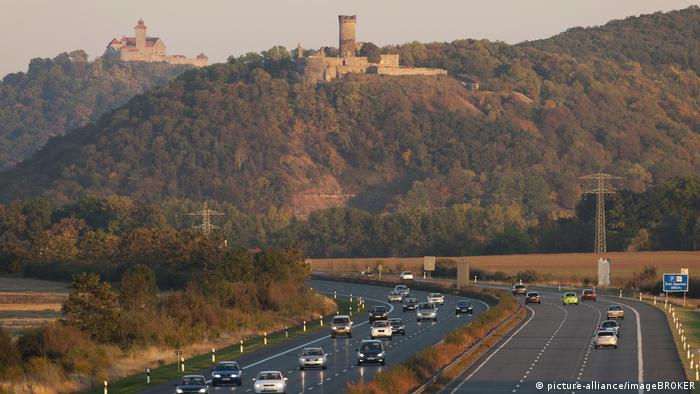 Фесте Ваксенбург - на заднем плане и ближе к нам - замок Мюльбург