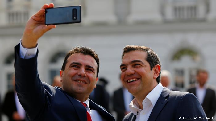 Nord-Mazedonien Besuch griechische Premierminister Alexis Tsipras mit Zoran Zaev (Reuters/O. Teofilovski)