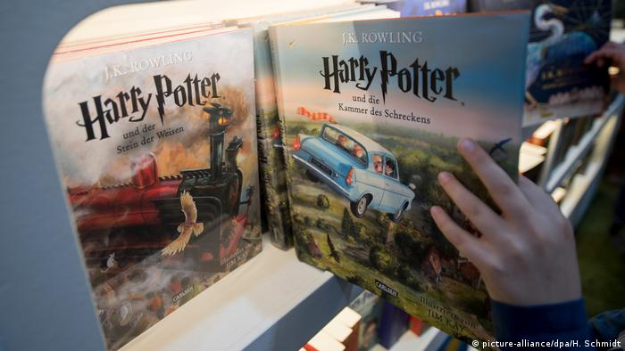 Leipziger Buchmesse Harry Potter Buch (picture-alliance/dpa/H. Schmidt)