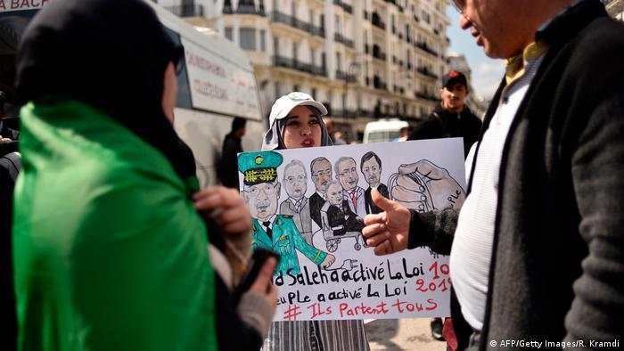 Studenten demonstrieren am Montag gegen die Machtelite