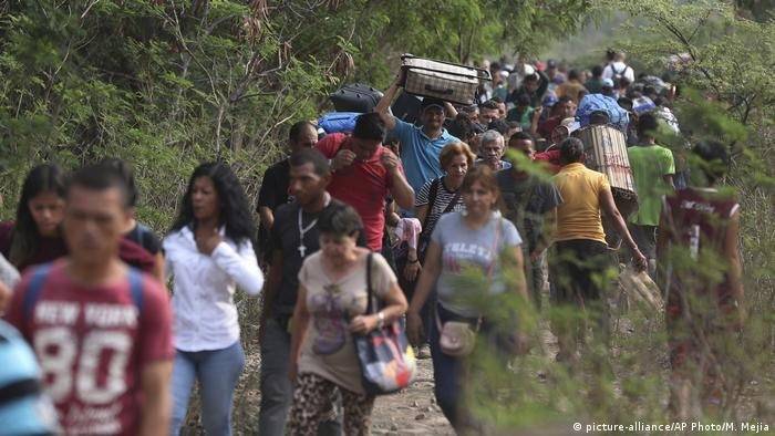 Venezuela Flüchtlinge an der Grenze zu Kolumbien bei Cucuta (picture-alliance/AP Photo/M. Mejia)