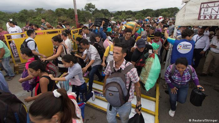 Venezuelans breaching the border of Colombia