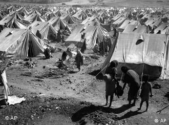 Image of a Red Cross feeding camp in the 1984 Ethiopian famine.