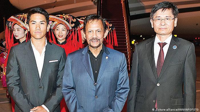 China Nanning - Sultan und Yang Di-Pertuan von Brunei Darussalam und Prinz Abdul Mateen (picture-alliance/ANN/INFOFOTO)