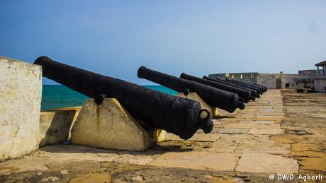 A row of canons facing out to sea at Cape Coast Castle (DW/D. Agborli)