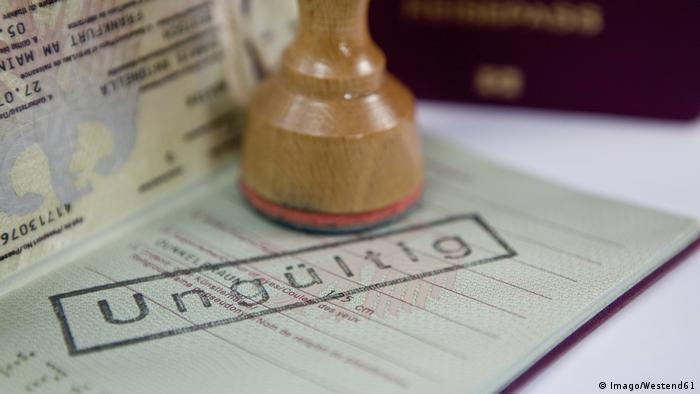 Geçersiz damgasıbir Alman pasaportu