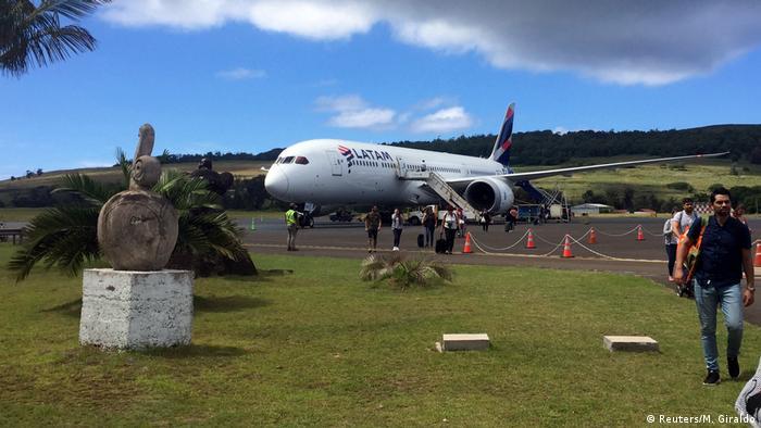 Latam plane / Easter Island