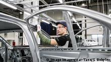 A Mercedes being built in a Russian factory (Imago Images/Itar-Tass/S. Bobylev)
