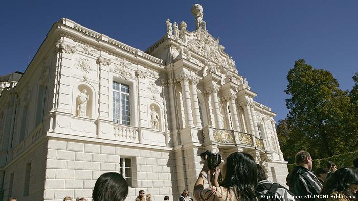 Facade of Linderhof palace in Bavaria (picture-alliance/DUMONT Bildarchiv)