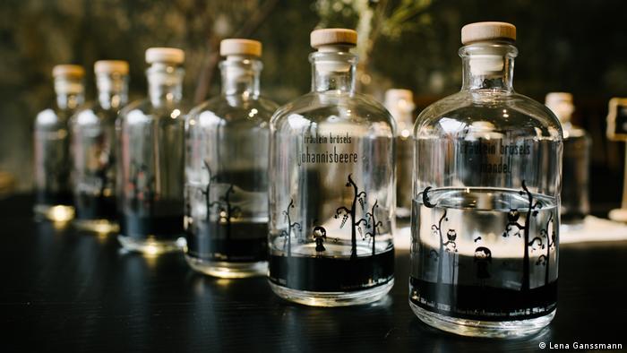 spirit bottles lined up (Foto: Lena Ganssmann)