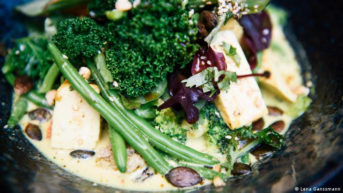 Soup with green beans, parsley and tofu (Foto: Lena Ganssmann)