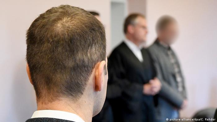 Prozess um unrechtmäßige Pistolenlieferungen, Sig Sauer Waffenlieferung (picture-alliance/dpa/C. Rehder)