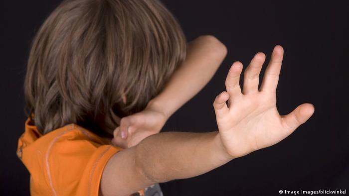 Symbolbild - Kindesmissbrauch (Imago Images/blickwinkel)