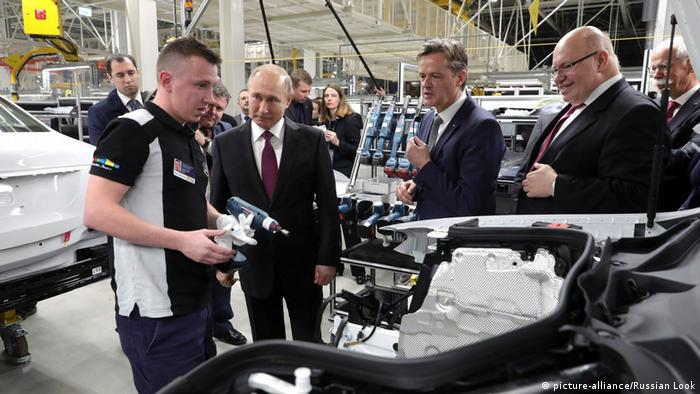 1e0c24b580 Mercedes-Benz Moscovia car plant opened by Altmaier and Putin in Russia